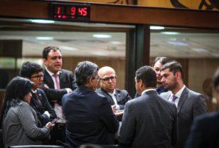 1.1-DEPUTADOS-da-oposição-reunidos-FOTO-SÉRGIO-VALE-CEDIDA-308x208.jpg